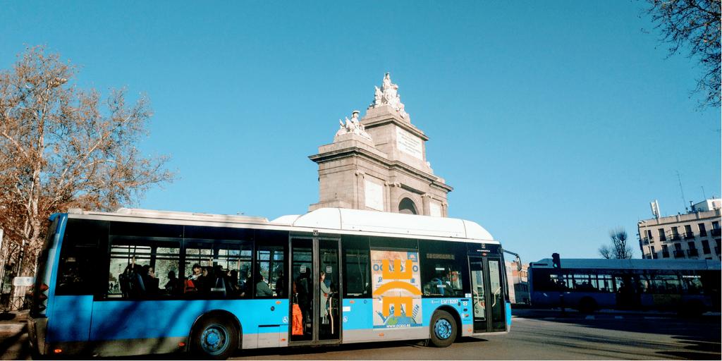 Digitalización en el transporte: seguridad, disponibilidad y rendimiento para mejorar la experiencia del viaje