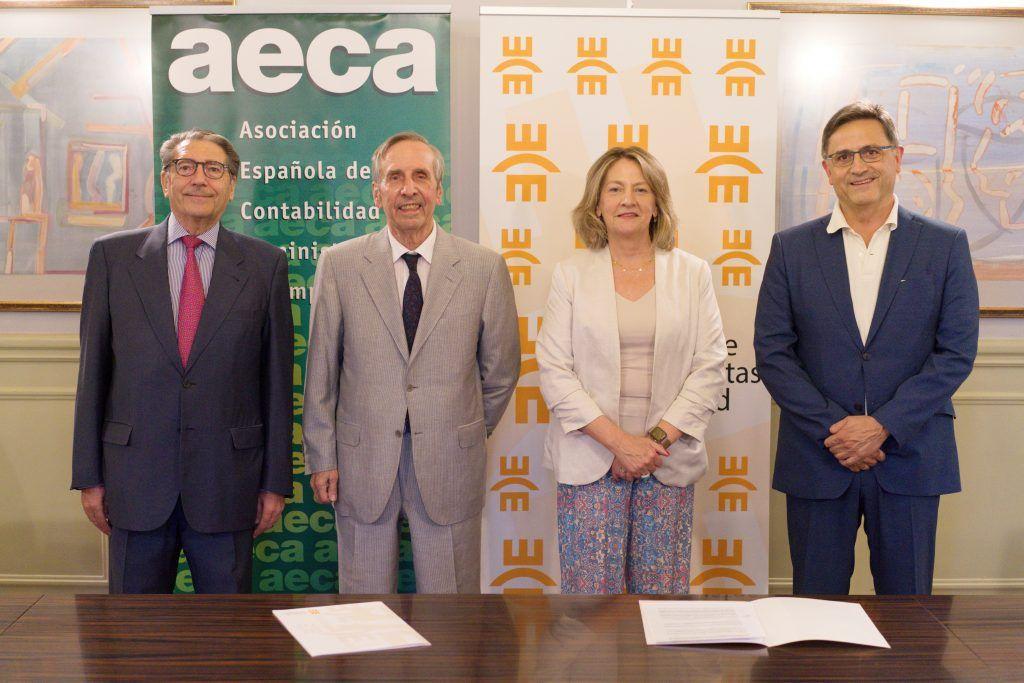 De Izq. a dcha. Enrique Castelló, Leandro Cañibano, Amelia Pérez Zabaleta y José Luis Lizcano